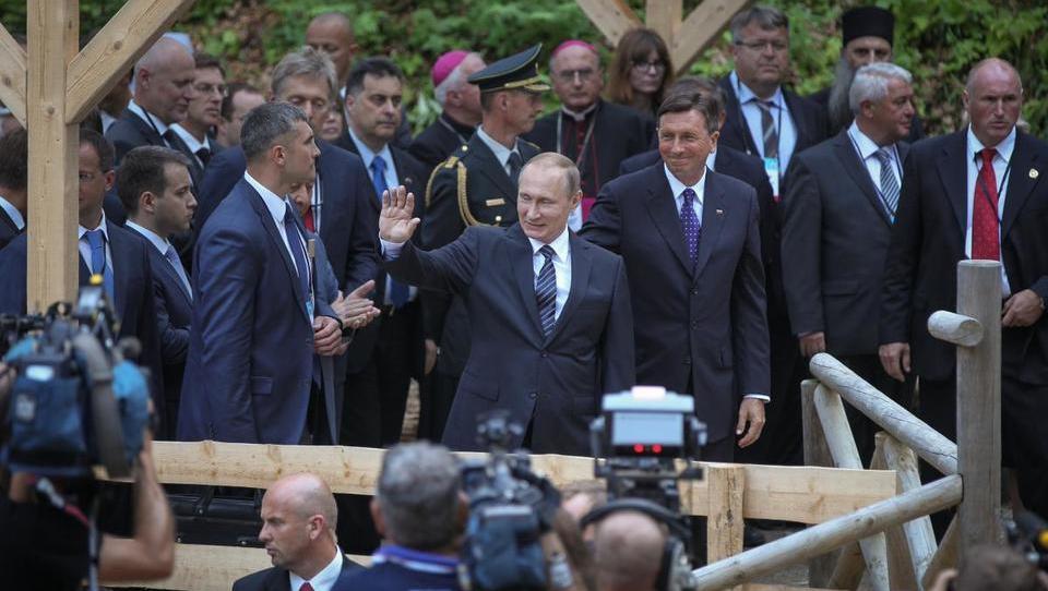 Koliko pogodb bo prinesla Pahorjeva delegacija direktorjev k Putinu