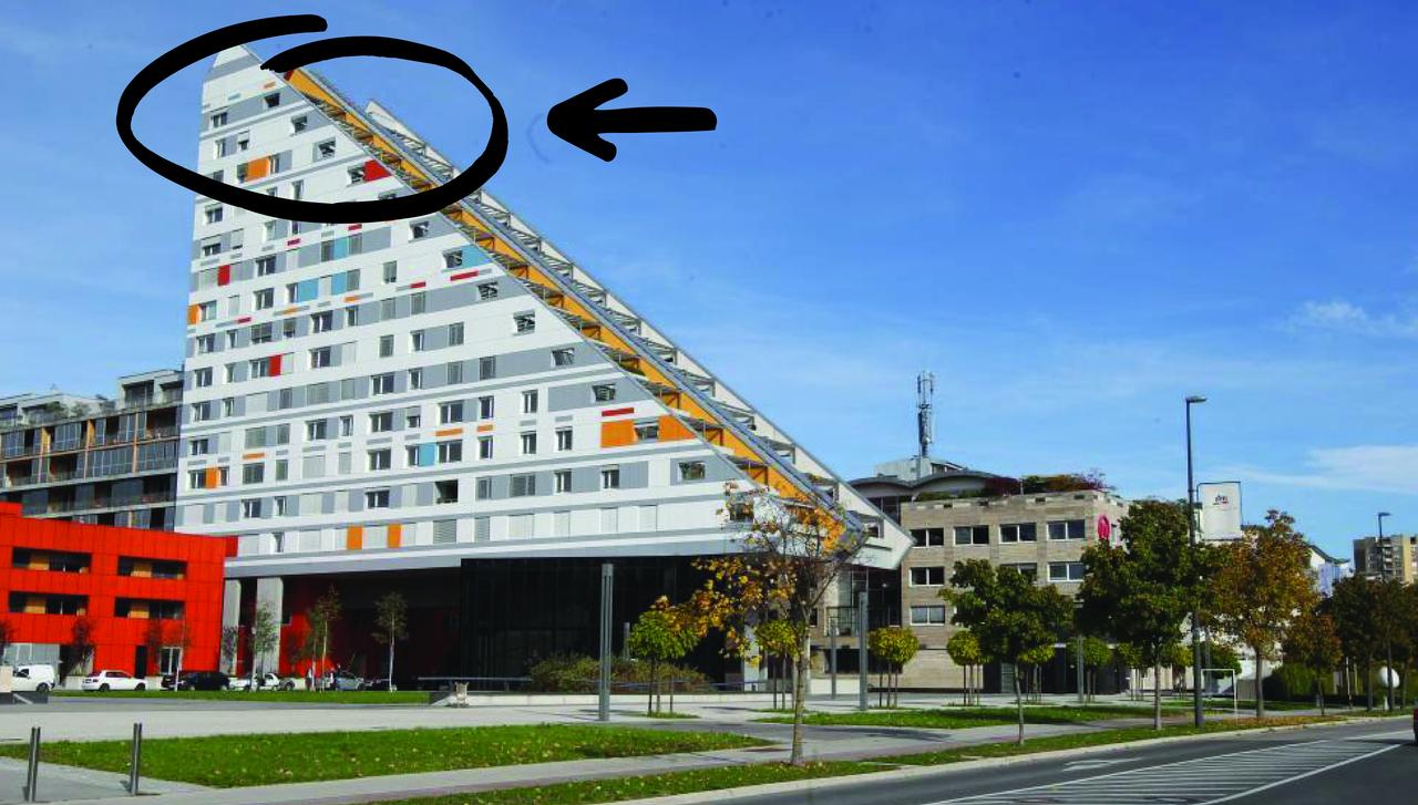 Naprodaj nesojeni penthouse Ivana Zidarja v »skakalnici«