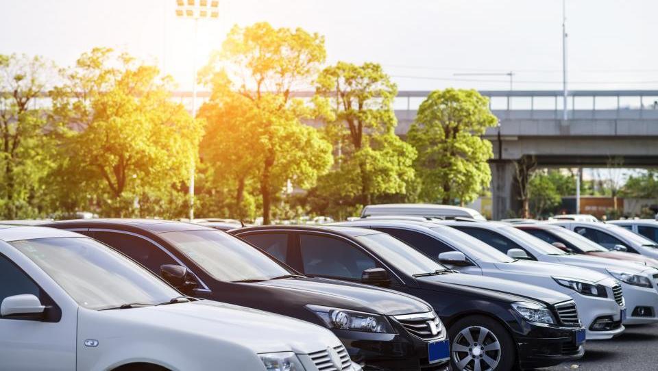 Kako privarčevati pri službenih vozilih?