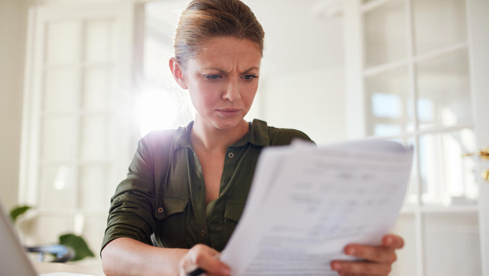 Začasno čakanje na delo doma: kakšen je postopek in kako uveljavljati povračilo nadomestil