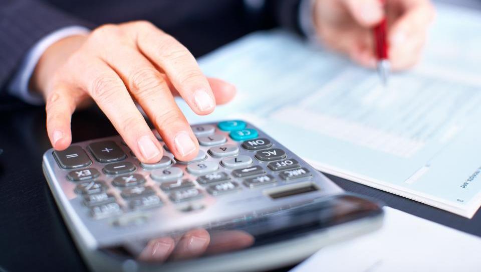 Normiranci, čas je, da prerežete popkovino do računovodkinje