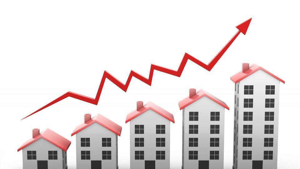 (graf) Slovenija, evropska rekorderka v rasti cen nepremičnin