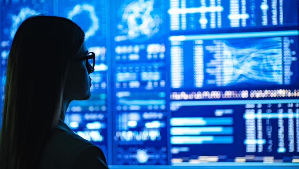 Napovedi o letošnji rasti trga IKT iz meseca v mesec slabše