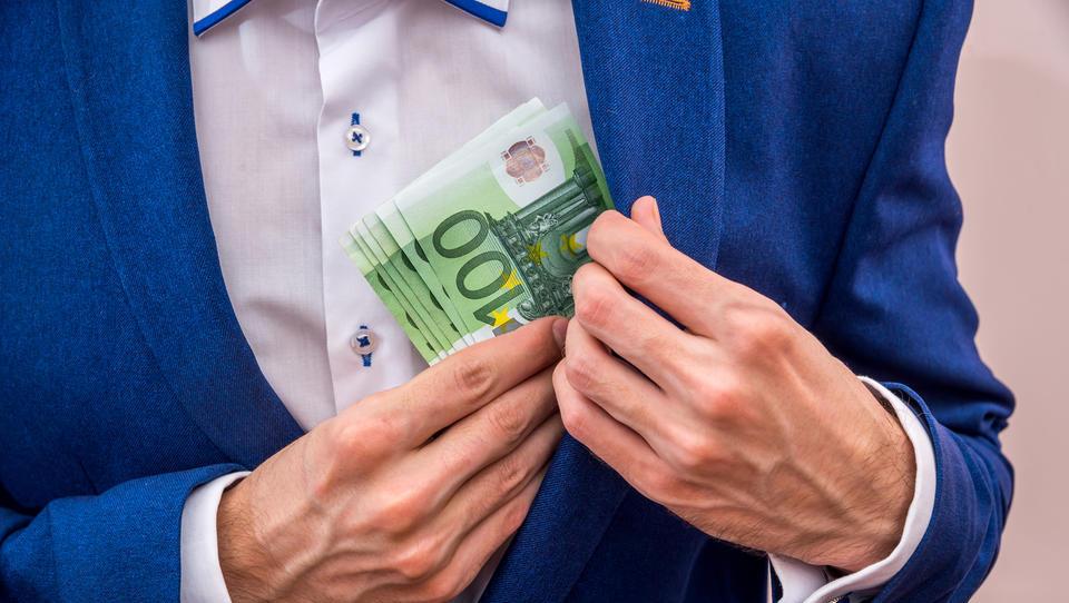 Pozor! Če boste izplačali dividende in nagrade, boste morali vrniti vse državne pomoči