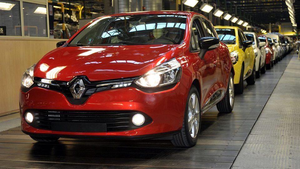 Renault umiril grožnje, delavce vabi k delu s 350 evri nagrade