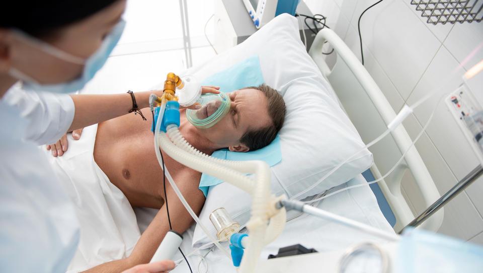 Prvi prototipi slovenskega respiratorja so že »zadihali«