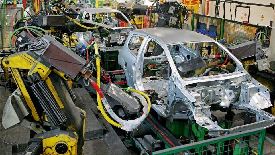 Revoz krči proizvodnjo, odpustili bodo 150 delavcev