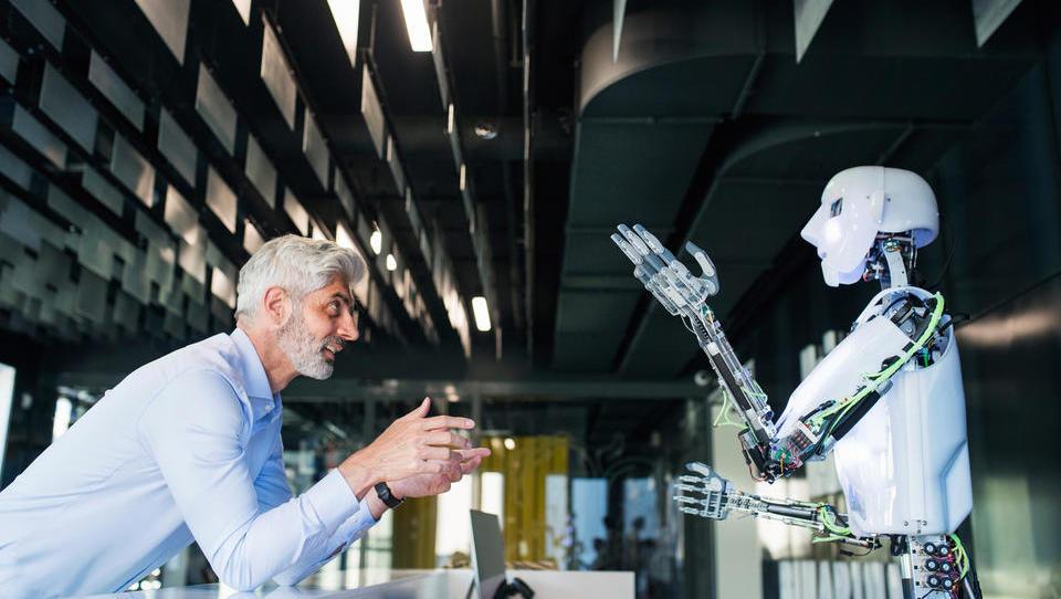 (intervju) Avtonomni robot bo imel tudi svoj bančni račun