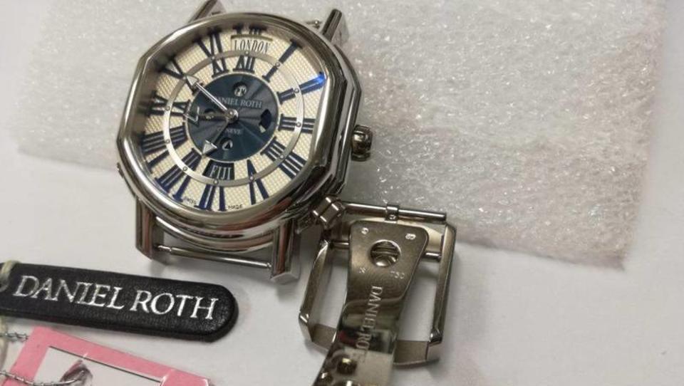 Furs s prodajo treh prestižnih ur iztržil slabih 17 tisočakov