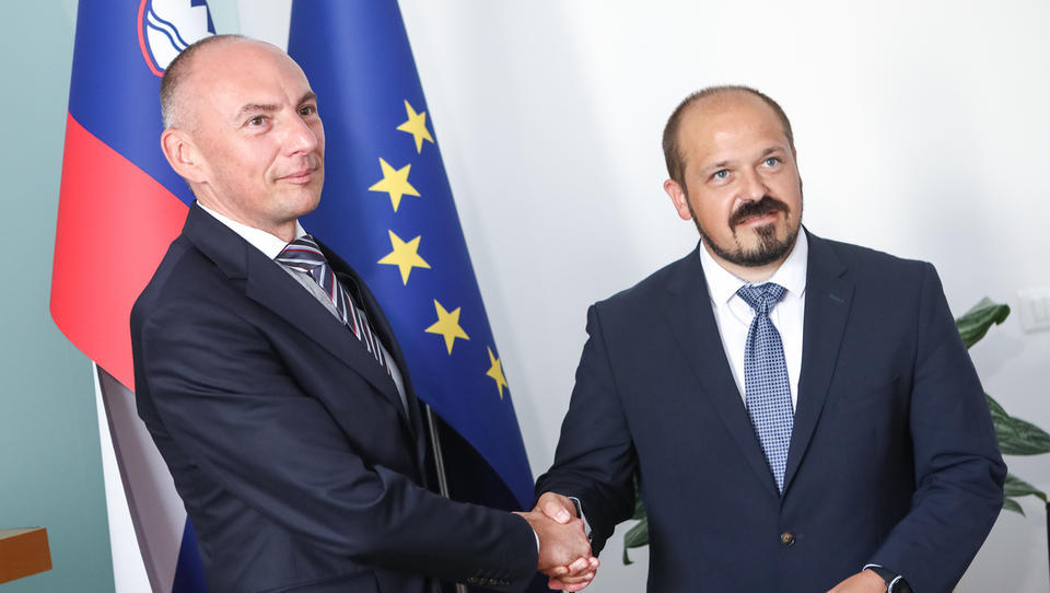 Šabeder podpisal soglasje k imenovanju Poklukarja za generalnega direktorja UKC Ljubljana