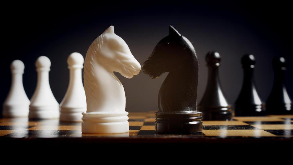 Ali se splača biti trd ali prijazen pogajalec?