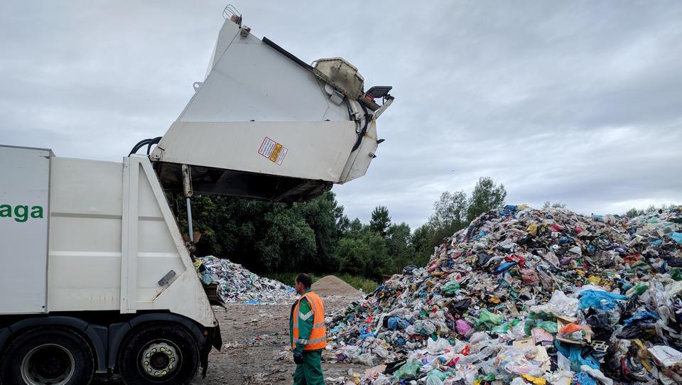 Začenja se reševanje kupov odpadne embalaže