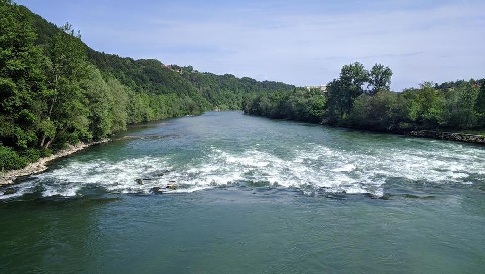 Kaj je povedal nasprotnik hidroelektrarn in kaj mu je odvrnil zagovornik
