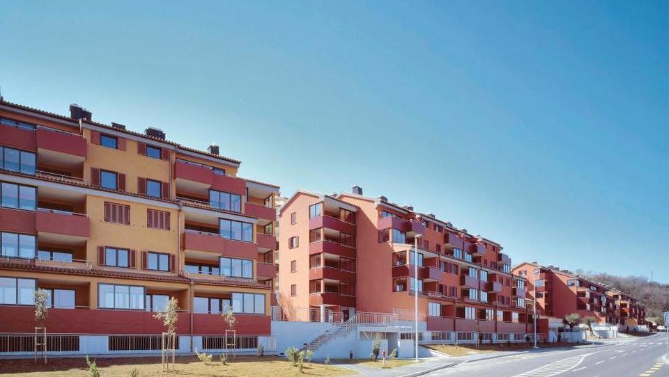 Ne spreglejte teh dražb v marcu; naprodaj so stanovanja, apartmaji hiše, zemljišča, hostel