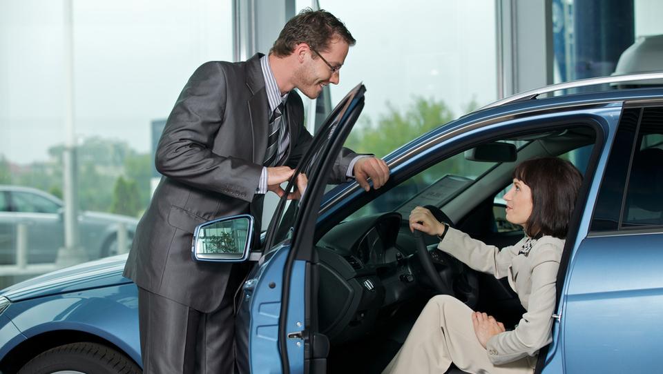 Slovenci letos kupili skoraj 16 tisoč vozil