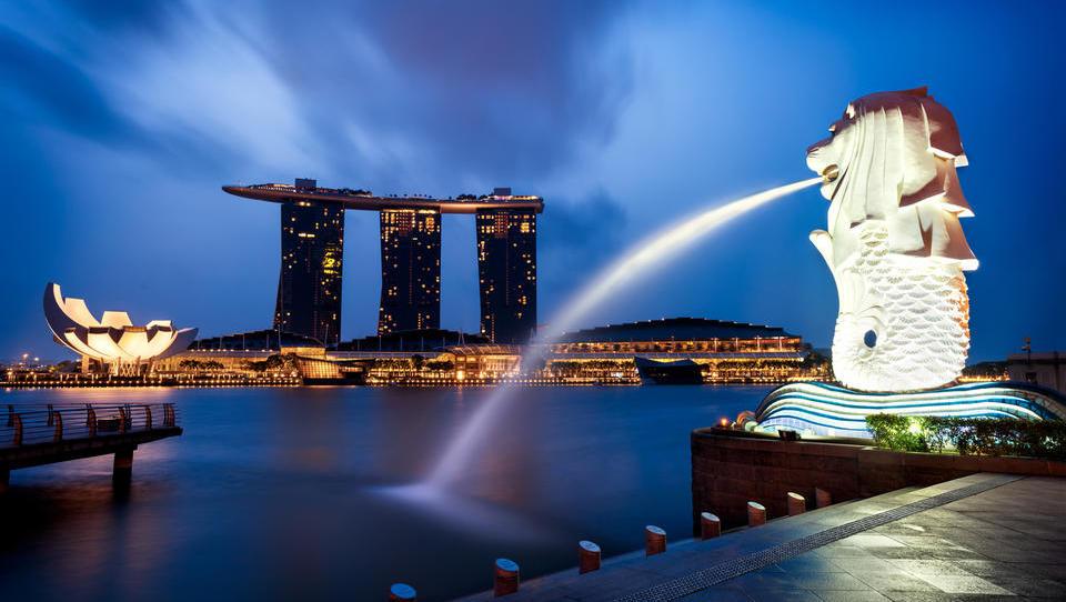 Singapur z najnižjo medletno rastjo v desetletju