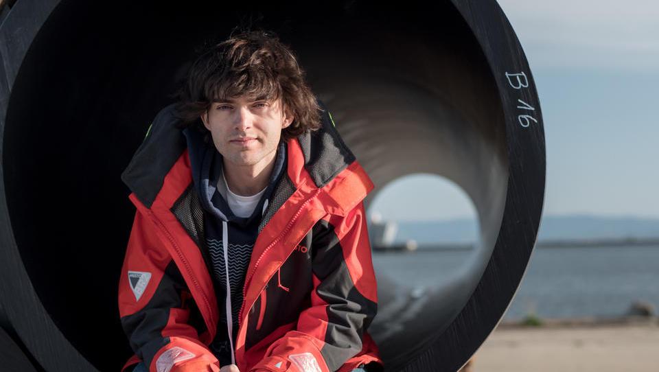 (video) Sistem za zbiranje morskih odpadkov so odpeljali v Tihi Ocean