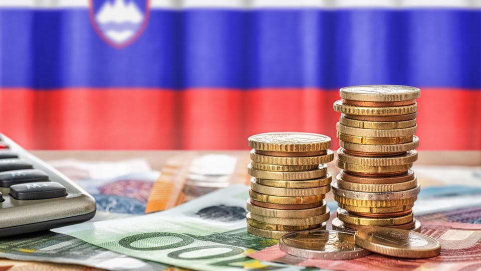Večji proračunski izdatki potrjeni: kje bo rezal rebalans?