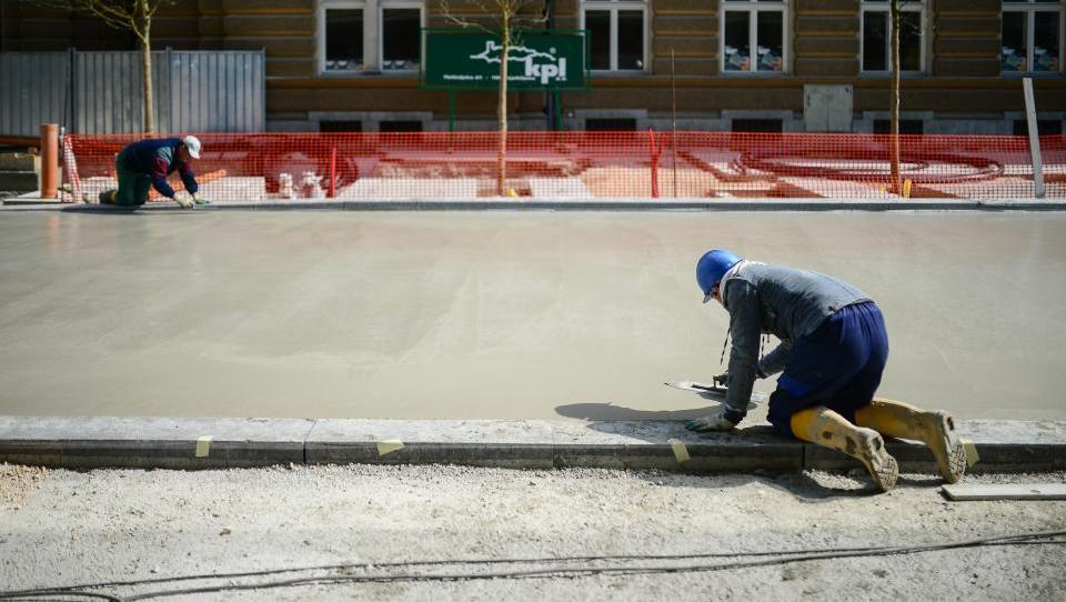Gneča za nakup ljubljanskega hišnega gradbinca KPL