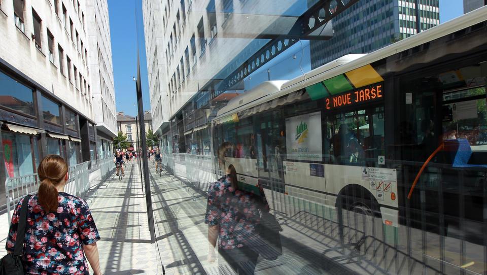 Avto je naš kralj: Slovenija na repu lestvice pri uporabi javnega prevoza