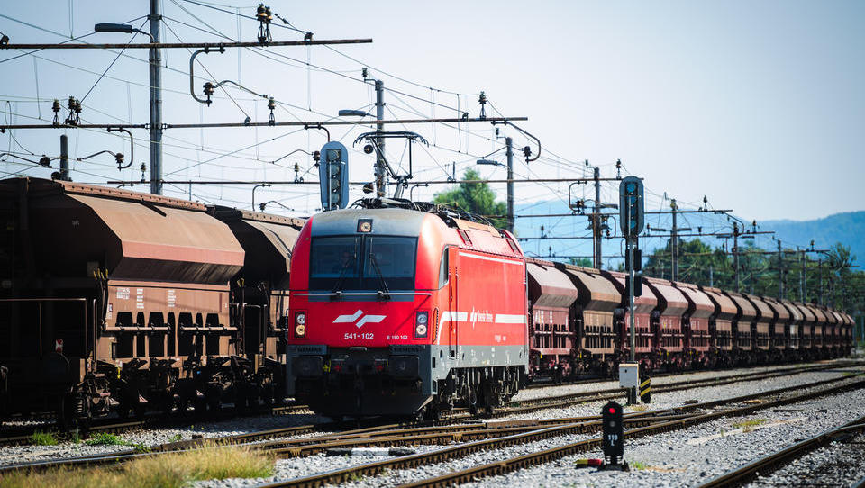 Alenka Bratušek gre po denar za drugi tir tudi k železničarjem