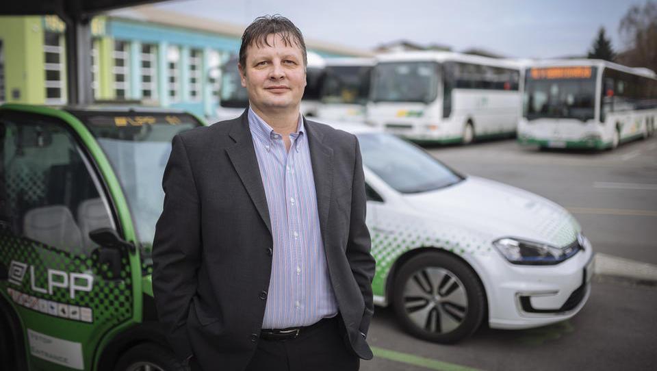 (Intervju) Jošt Šmajdek, LPP: 90 odstotkov potnikov na avtobusih gleda v telefone