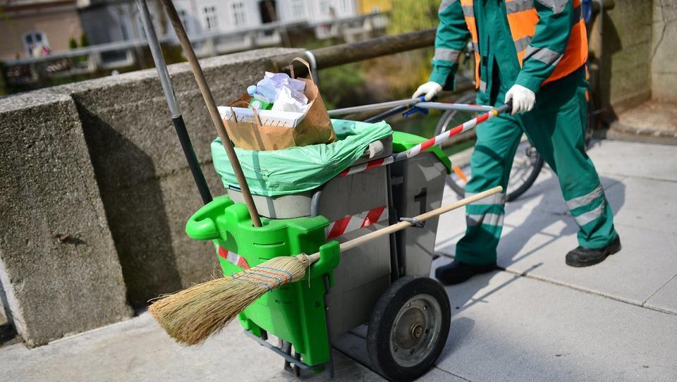 Odvoz smeti in pitna voda v Ljubljani z današnjim dnem dražja, položnice pa vam bo po novem pošiljala Voka Snaga