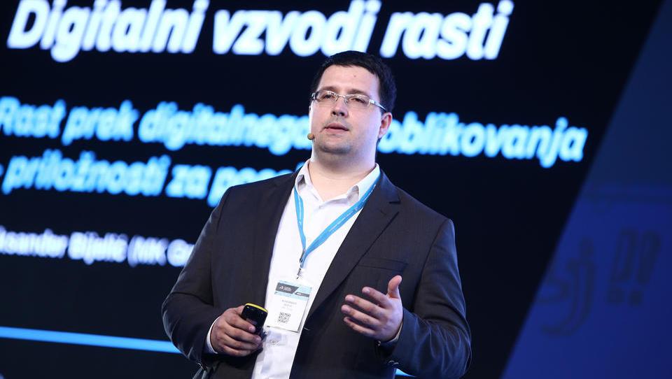 S SMK: Kako naj gre podjetje skozi digitalno preobrazbo?