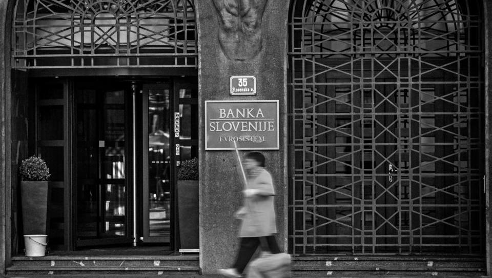 Dobiček slovenskih bank v prvih treh mesecih upadel za več kot polovico