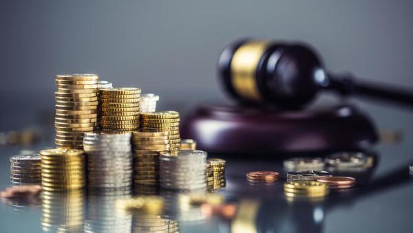Ustavno sodišče začasno zadržalo izvajanje prisilnega upokojevanja iz PKP 7 in že vročenih odpovedi