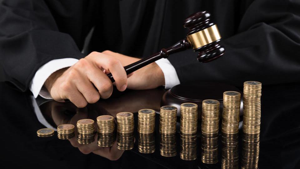 Nepravilnosti pri naročilih vrhovnega sodišča: kako daleč gre sodstvo, ko pokriva svoje kolege? Do absurda