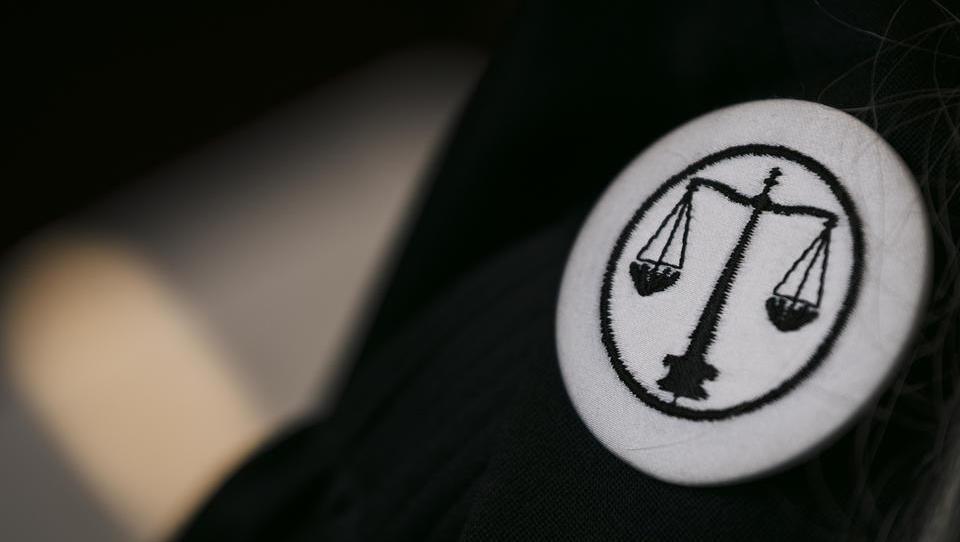 Evropska zaušnica slovenskemu sodstvu: razrešeni stečajnik dobil boj z državo