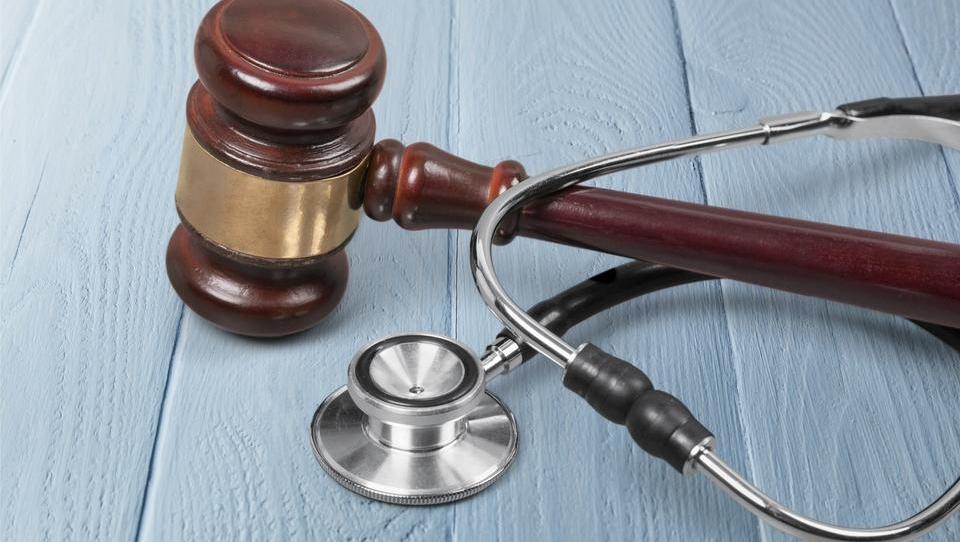 Začetek sojenja v največji zdravstveni podkupninski aferi