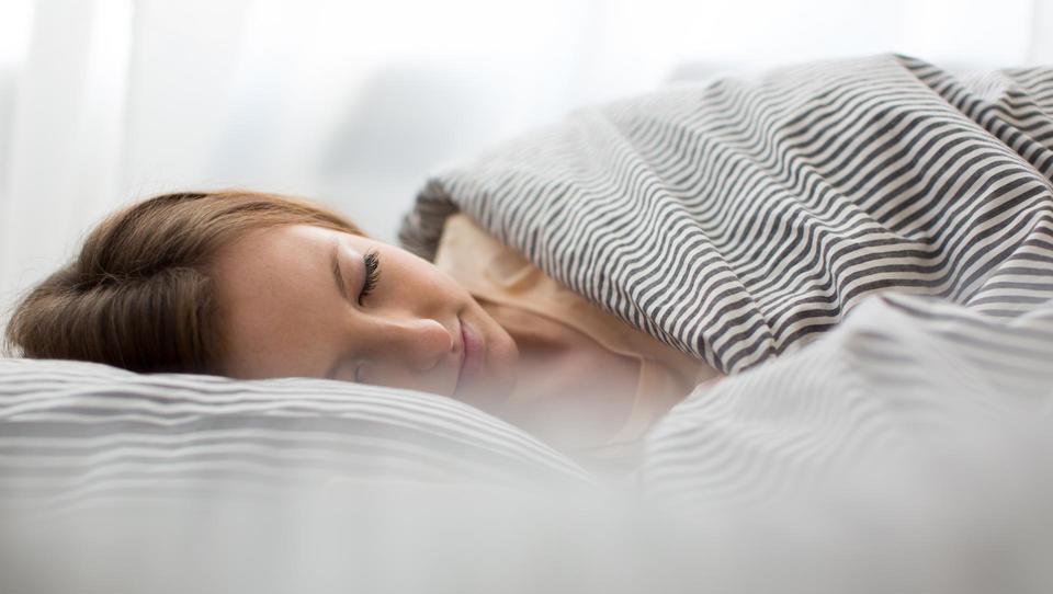 Tisti, ki malo spi, velja za pridnega, a si koplje globoko jamo