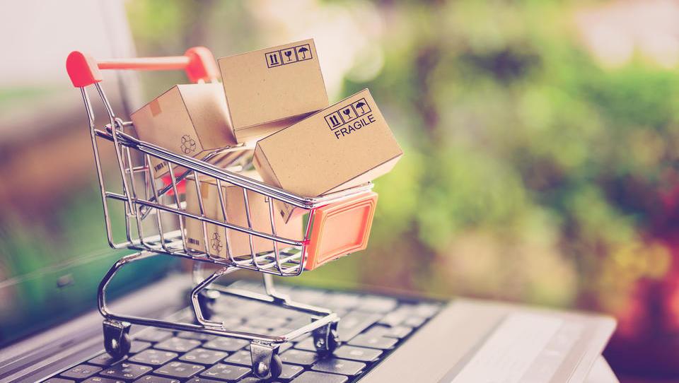 Kakšna je rast spletne trgovine v Sloveniji in kdo ima največ od tega?