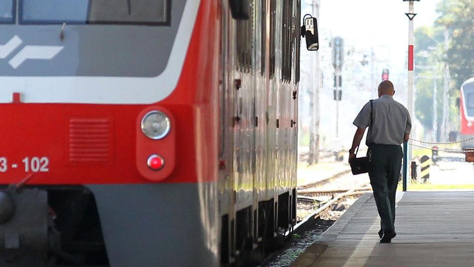 V paketu z enotno vozovnico prihaja pocenitev voženj in 35 hitrih avtobusnih linij. Kaj vse bo novega za potnike?