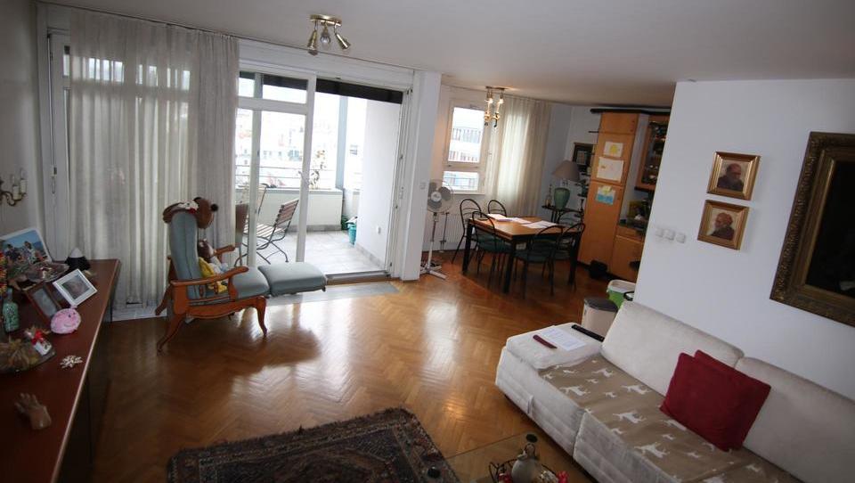 (Nepremičnina tedna) Štirisobno stanovanje na Metelkovi v Ljubljani