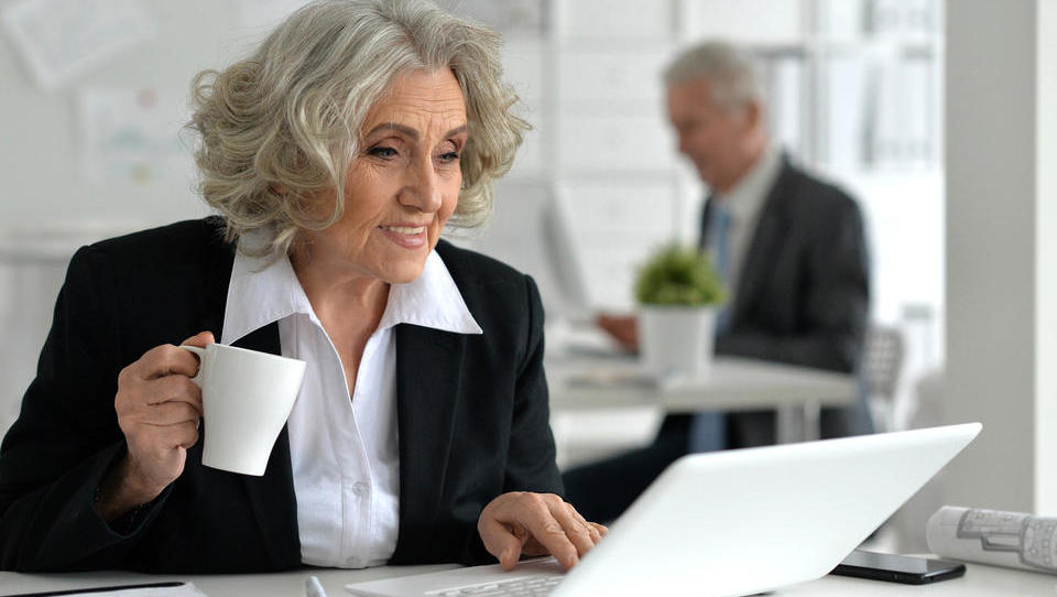 Delati na stara leta – je to zdravo?
