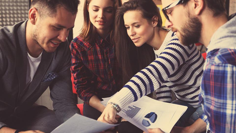 Konec septembra več mladih na zavodu - to so spodbude, ki jih lahko izkoristite pri zaposlovanju