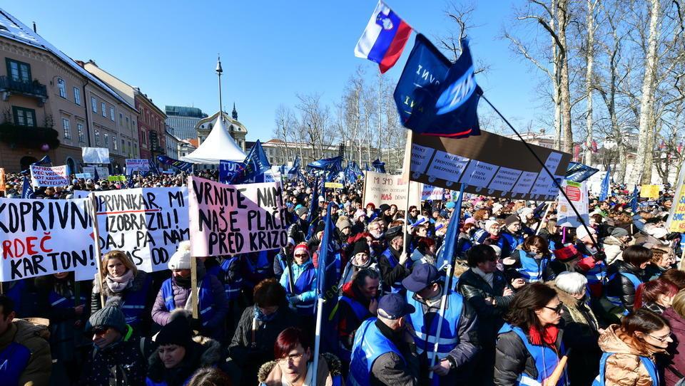 Kaj bi prihodnji vladarji Slovenije naredili s plačami javnega sektorja