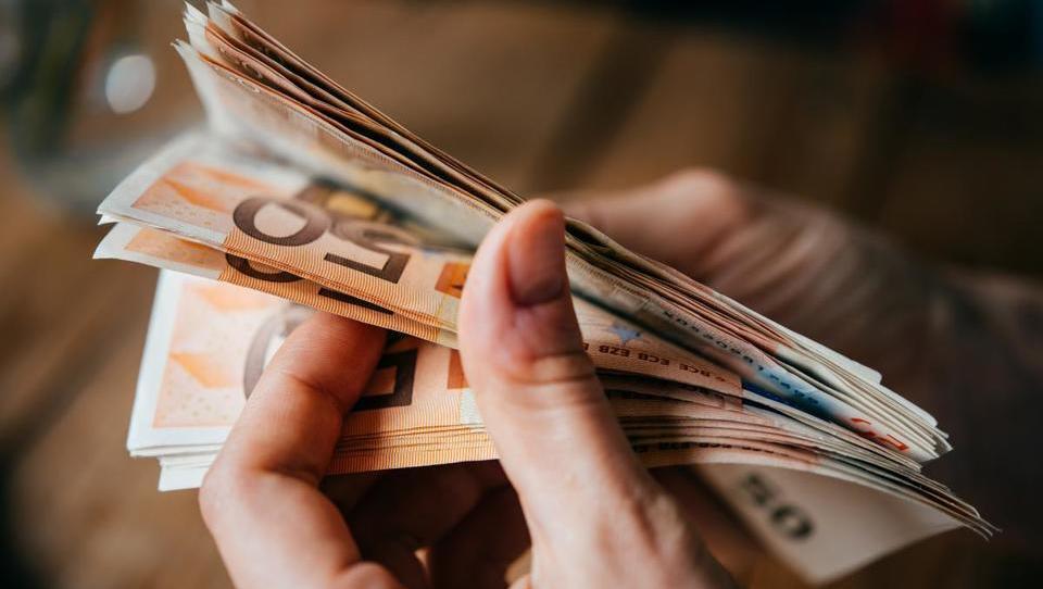 Kako bo država razdelila denar za spodbujanje zaposlovanja