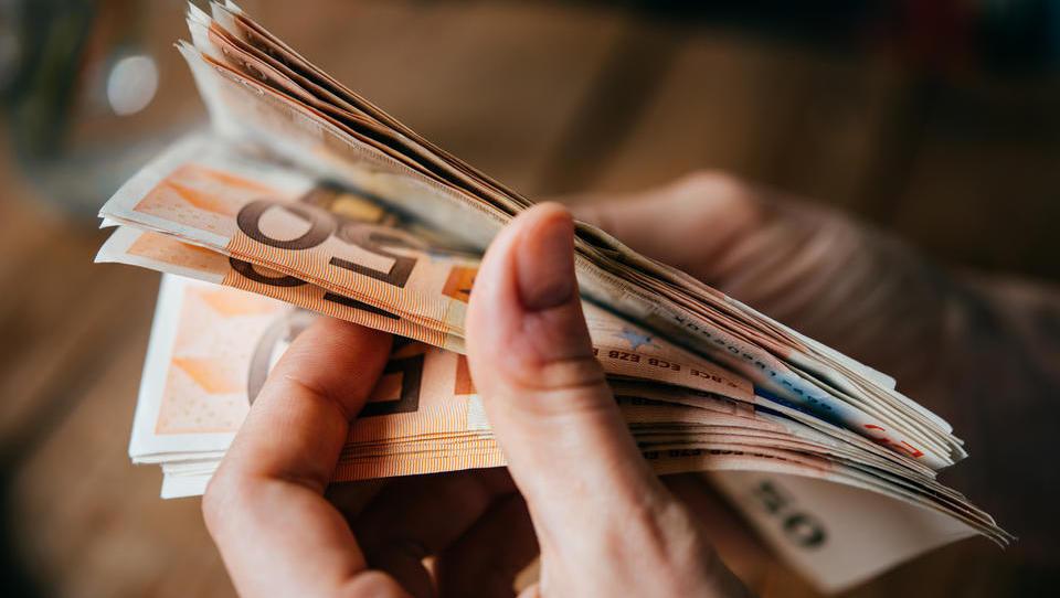Maja najbolje plačani finančniki