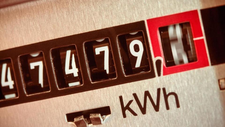 Elektro Božiček 1: omrežnina za elektriko bo za gospodinjstva malce nižja