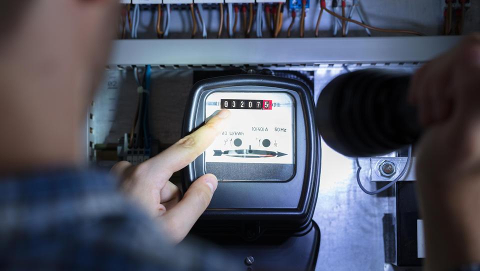 (dopolnjeno) Pomoč malim odjemalcem elektrike: račun bo lahko nižji za 27 odstotkov