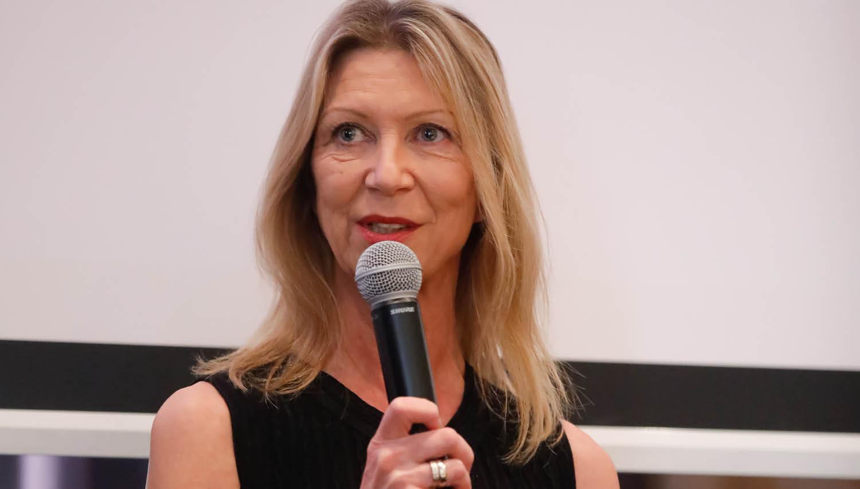 Barbara Stewart: Ko bodo finance bolj zabavne, bo v njih delalo tudi več žensk