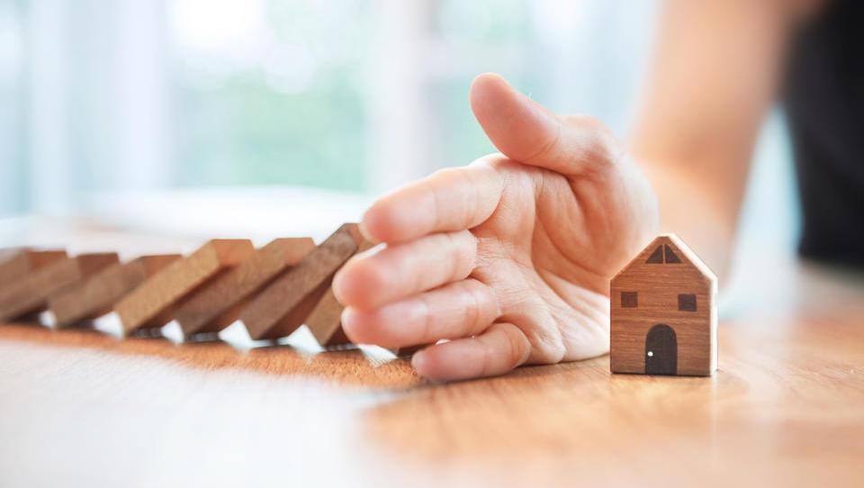 Notarji se upirajo novi gradbeni zakonodaji. Bodo nepremičninski posli stali?