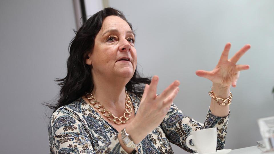 (Intervju) Jacqueline Stuart, S-invest: Slovenija gradi premalo poslovnih, industrijskih in logističnih objektov