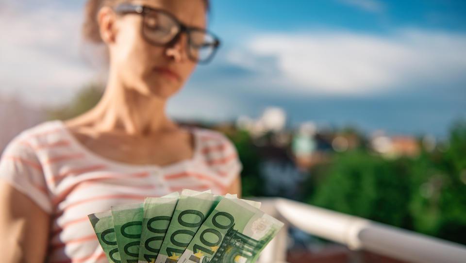 Energetiki avgusta spet najbolje plačani