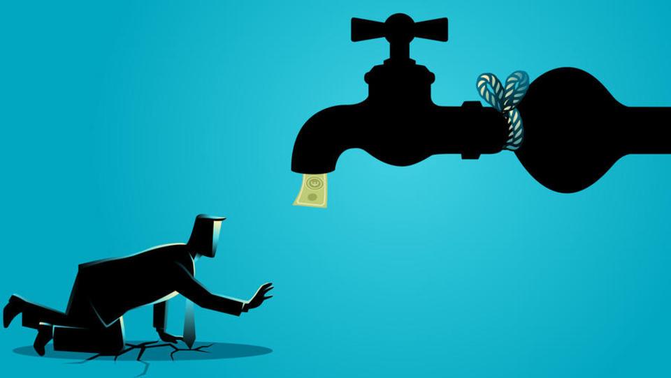 Ob širjenju koronavirusa se krepi strah pred likvidnostnim krčem