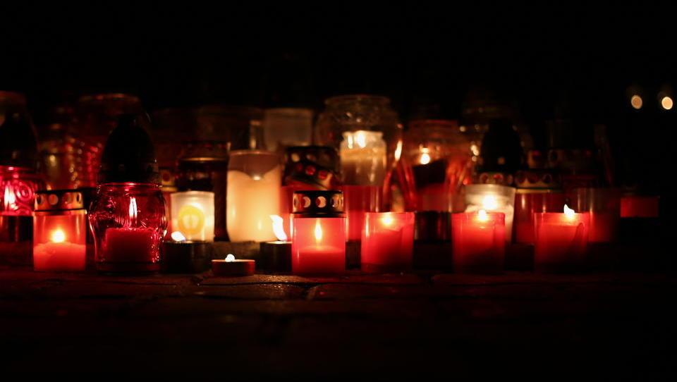 Nepobrane odpadne sveče se kopičijo. Iščemo krivca.